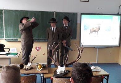 Warsztaty przyrodniczo-leśne w Szkole Podstawowej w Petrykozach.
