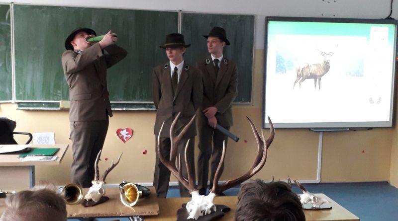 Dnia 27.02.2020 r. uczniowie klasy pierwszej Technikum Leśnego w ZSTiO w Iłowie- Osadzie przeprowadzili warsztaty przyrodniczo- leśne dla uczniów klasy ósmej w Szkole Podstawowej w Petrykozach.