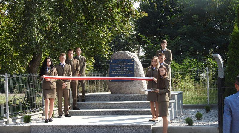 Uroczyste odsłonięcie pomnika ofiar niemieckiego obozu